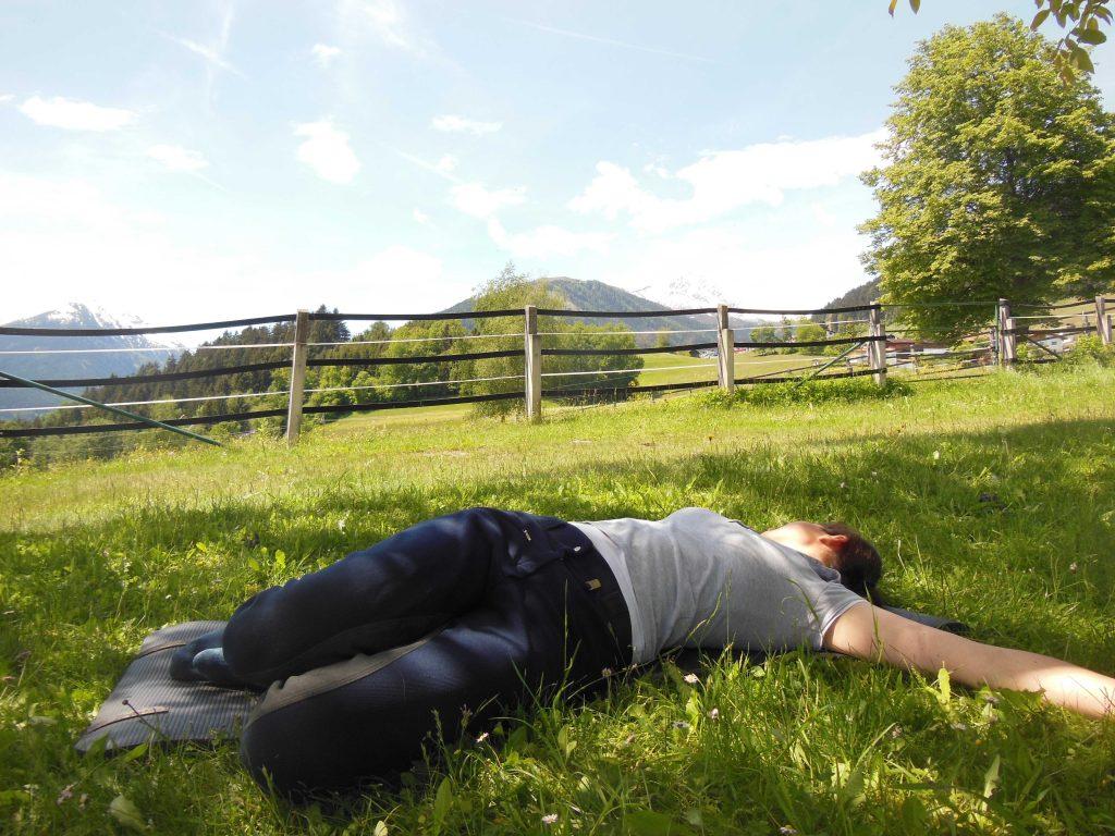 Yoga für Reiter: Drehen in Rückenlage